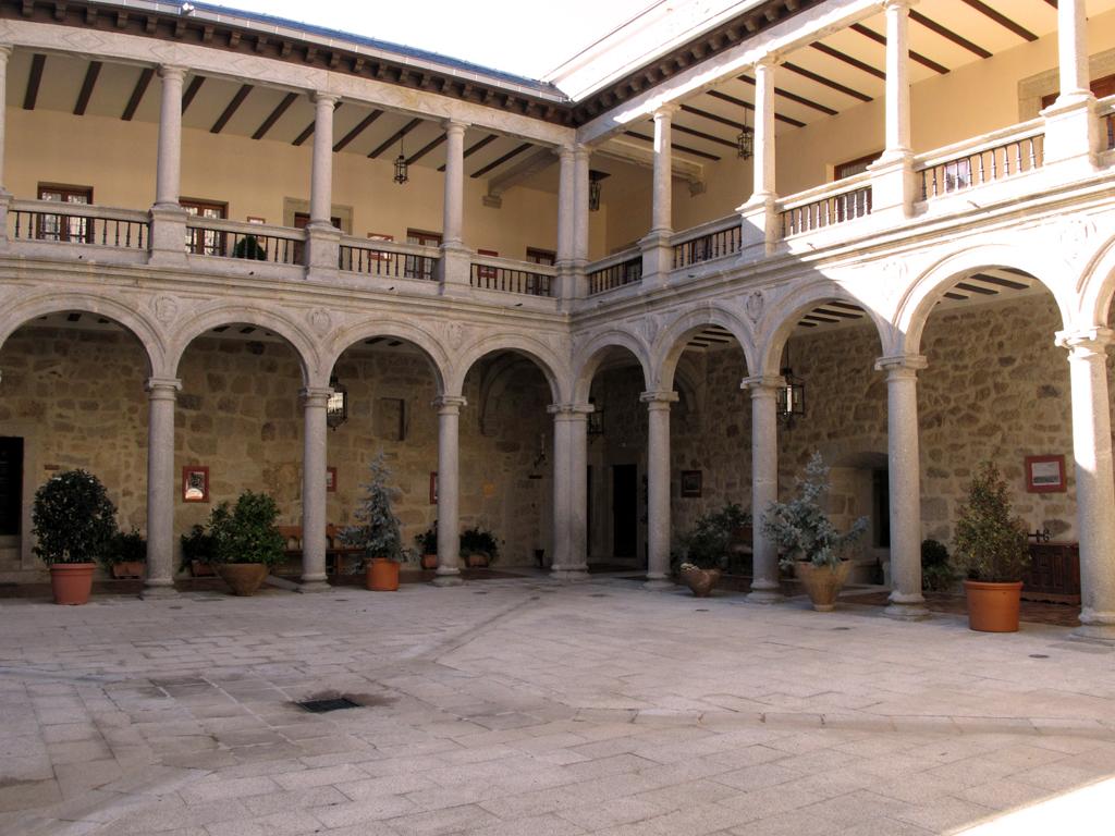 Patio Castillo Palacio de Magalia | Las Navas del Marqués