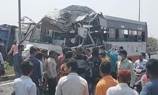 एसटी ट्रक चा अपघात 15 जखमी