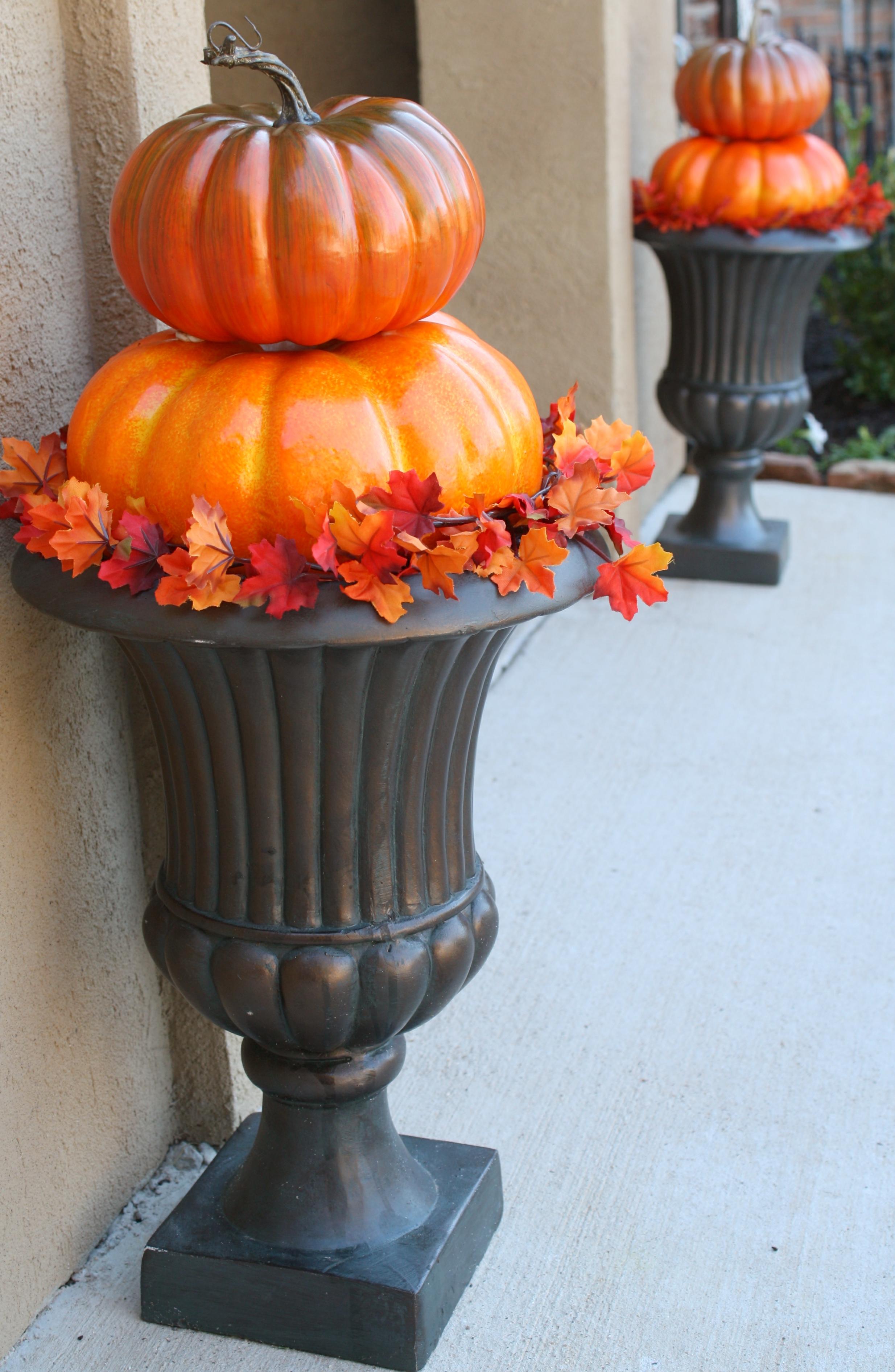 {Quick & Easy} Outdoor Pumpkin Topiaries