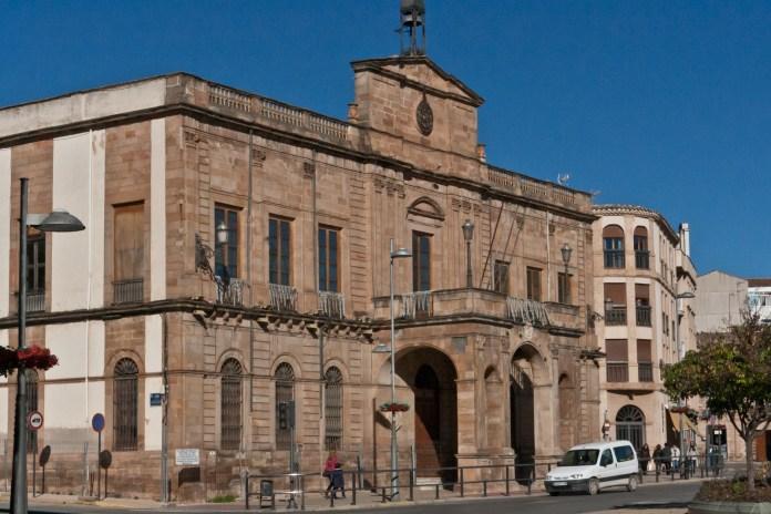 Elena Martelo, fallecida en 2003 y Ángela Córdoba muerta en 2002, ambas merced a la violencia machista, tienen su plaza en Linares (Jaén)