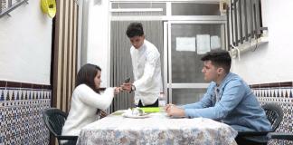 """Imagen del vídeo producido por el IES Salvador Rueda de Málaga para ADICAE Andalucía con motivo del concurso """"Consumo Astuto"""""""