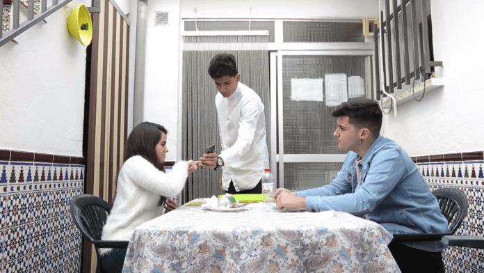 Imagen del vídeo producido por el IES Salvador Rueda de Málaga para ADICAE Andalucía con motivo del concurso