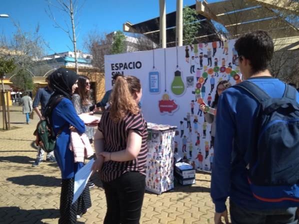 Mesa Informativa instalada en La Alameda con motivo del Día Mundial de los Derechos del Consumidor