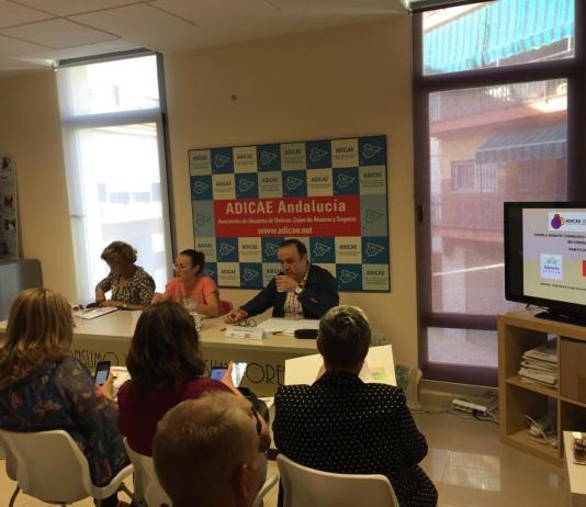 Aunque fueron invitados todos los partidos, acudieron al debate Francisco Javier Páez (PSOE) y Valle López Tello (Adelante Sevilla)