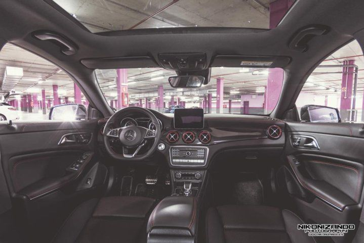 Mercedes AMG CLA45 Shoting Brake interior completo