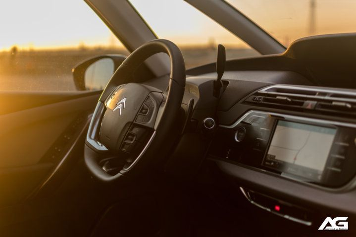 Citroen-C4-Space Tourer-interior.03