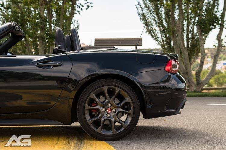 Abarth 124 Spider Lateral