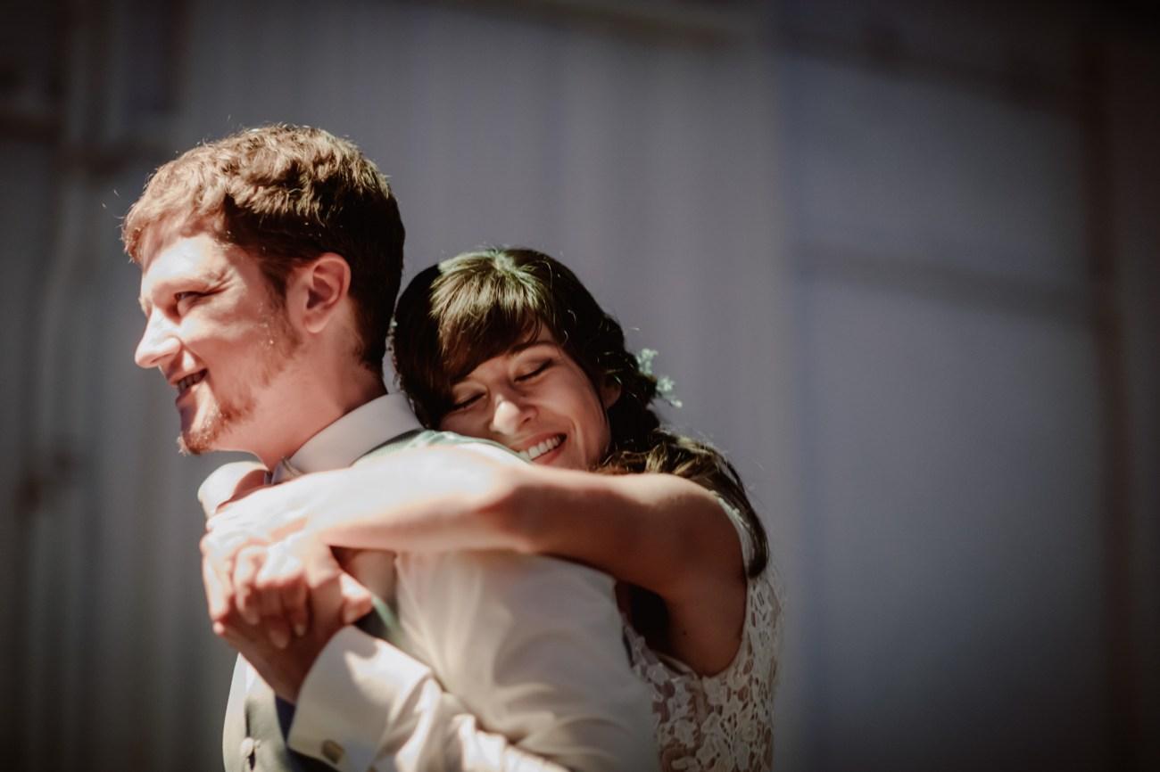 Brautpaar beim Hochzeitstanz im Tangostudio el abrazo in Hamburg