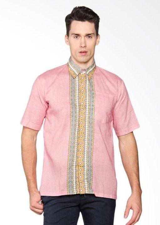 - Baju koko motif batik kontras - Warna merah - Kerah - Unlined - Regular - Kancing depan - Detail kantong - Katun