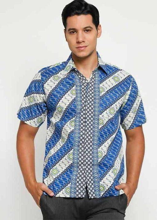 Short sleeve shirt Didesain etnik dalam batik printing Pointed collar Front button opening Material : Katun prima