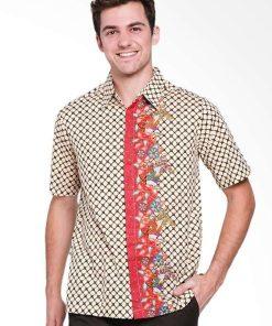 Kemeja batik pria Desain ethnik dalam motih batik Pointed collar Hidden button opening Material : Katun prima