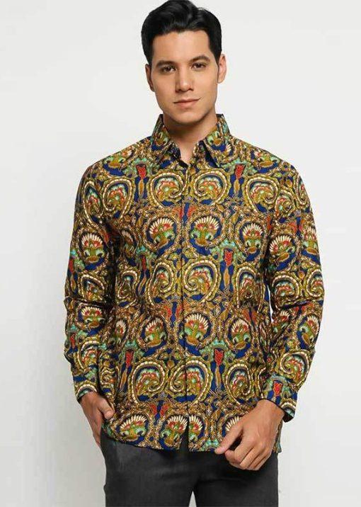 Long sleeve shirt Didesain etnik dalam batik printing Pointed collar Front button opening Material : Cotton