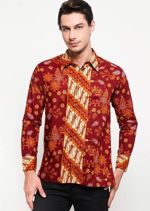 Batik lengan panjang Didesain etnik Pointed collar, front button opening Left chest pocket, dan detail button of cuffs Material : Katun Prima & Batik Print