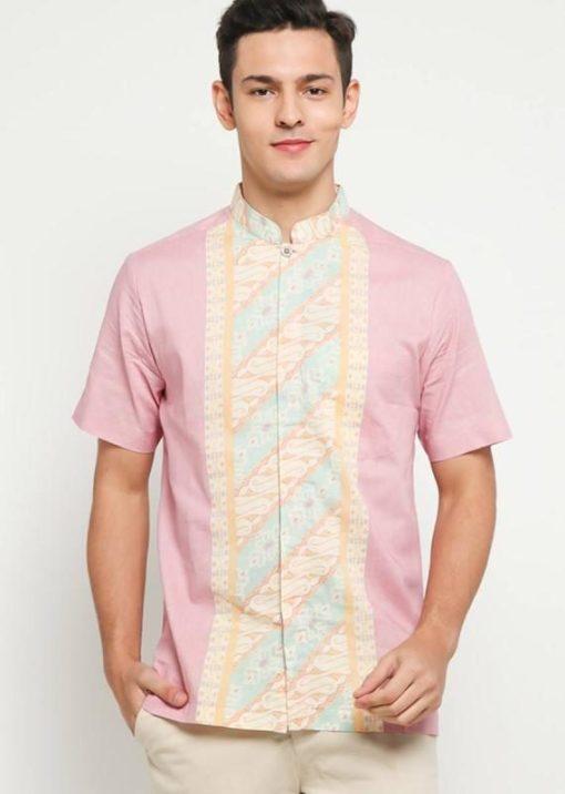 Short sleeves shirt Desain ethnic dalam motif batik Shang hai collar, hidden button opening Left chest pocket Material : Cotton primis