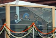 Manmohan Singh P M addressing India in Closed Air. Our journey becoming tough as we reach 2009 leaving behind 1947