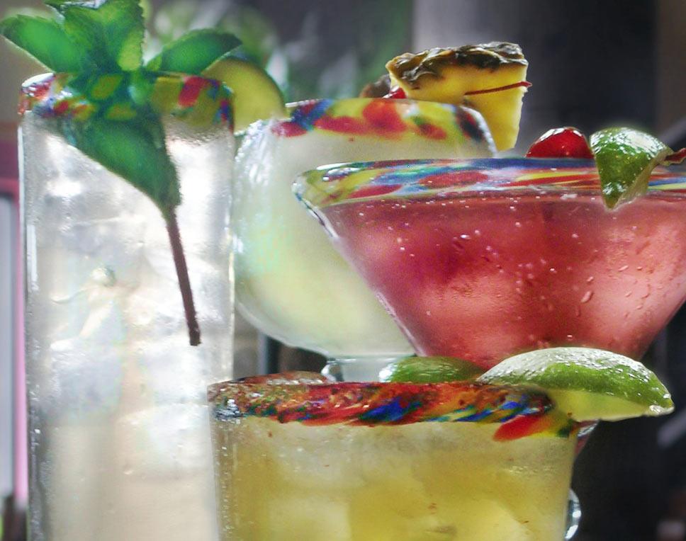 creative cocktails at the Artisan Market Bar / No Mas!