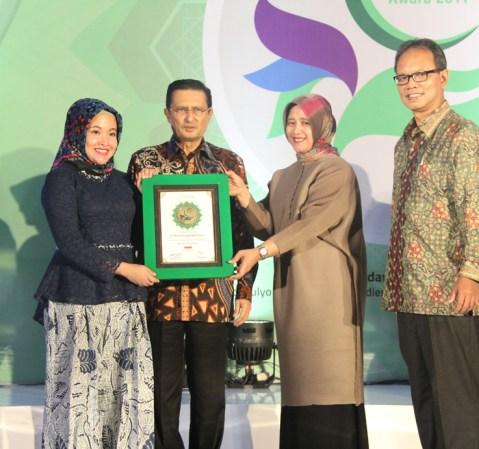 Adira Finance Raih Indonesia Sharia Finance Award 2017