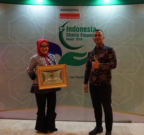 Adira Finance Raih Penghargaan Indonesia Sharia Finance Award 2018
