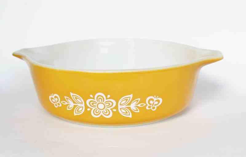 Pyrex Butterfly Gold 1.5 pint casserole