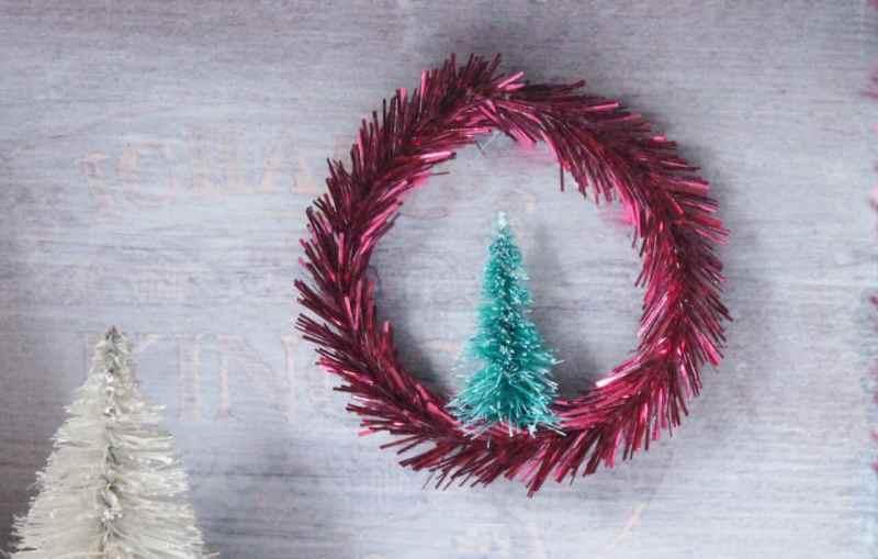 Mini Wreath with bottle brush tree