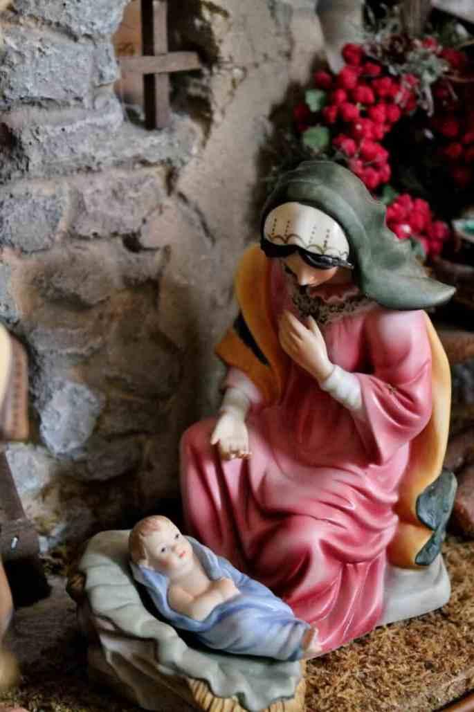 mary-and-the-baby-jesus-nativity-853x1280