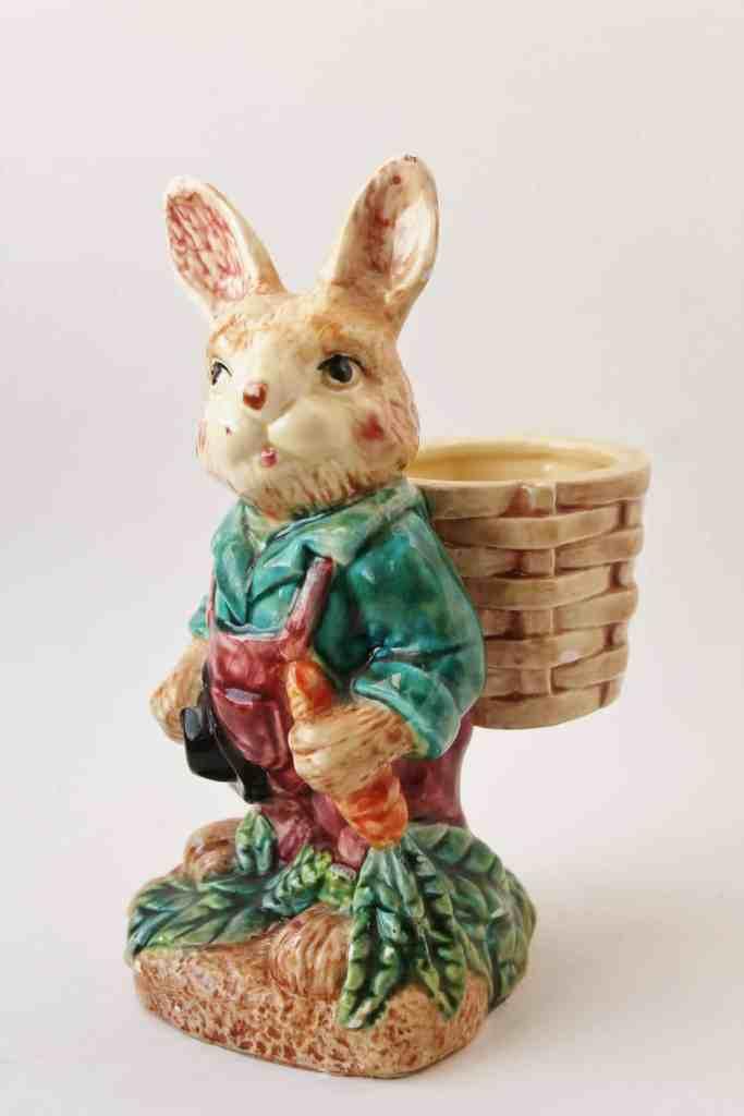 Majolica style easter rabbit