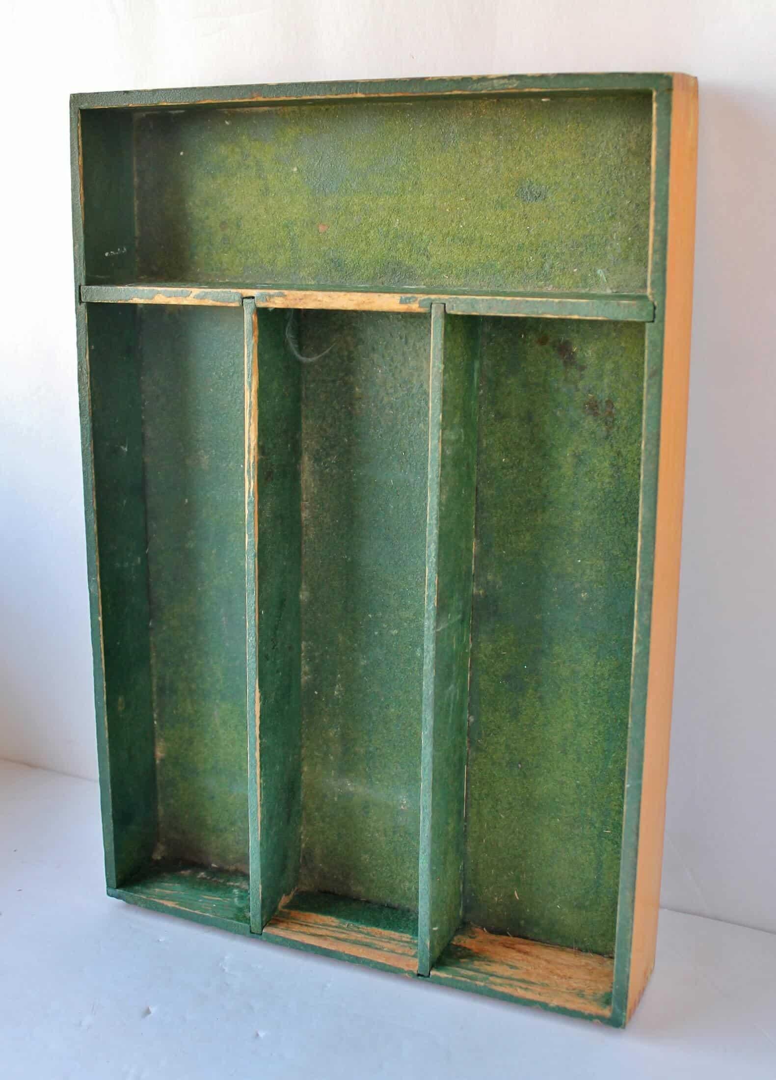 green utensil tray