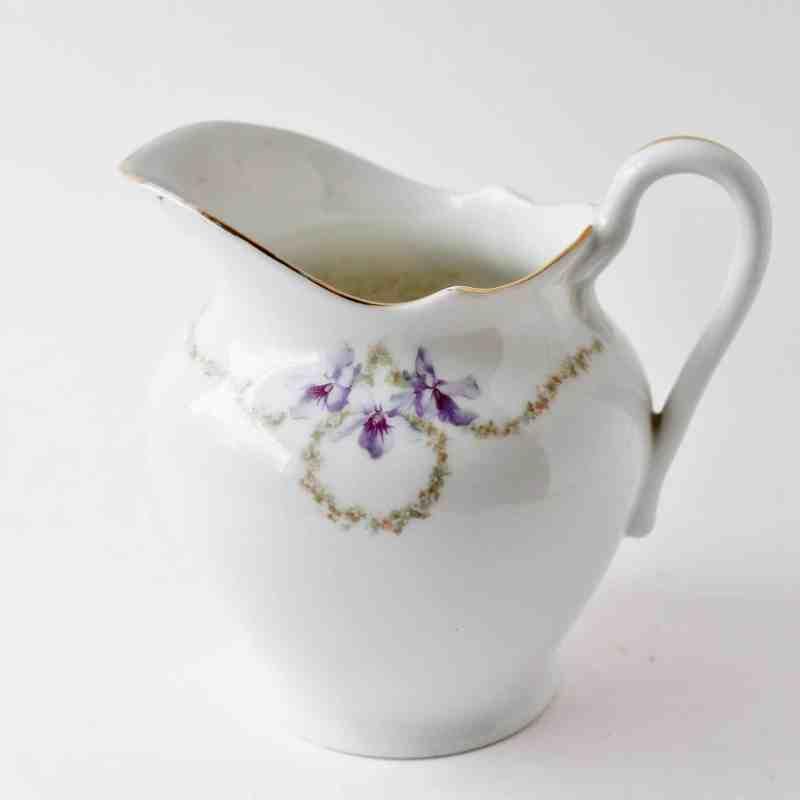 porcelain-pitcher with violets