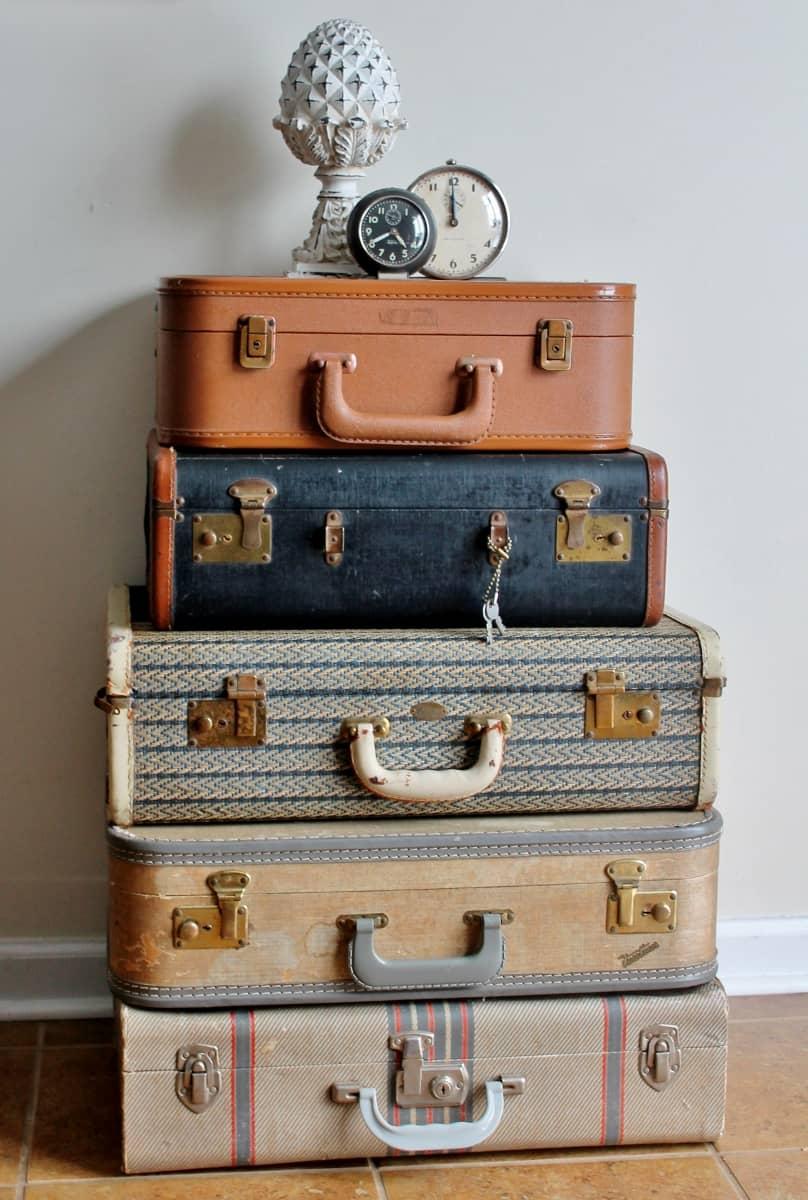 Vintage Suitcase stack (808x1200)