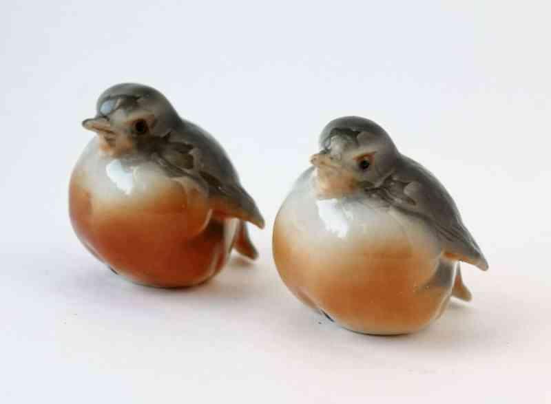 Ceramic robin figurines
