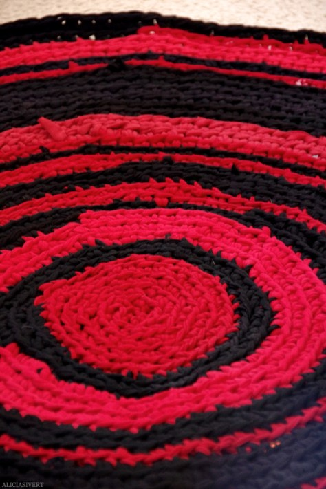 DIY Rug From old T-Shirts