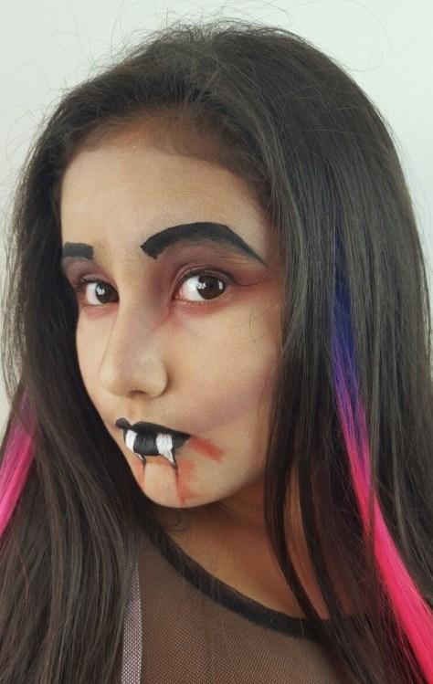 Easy Vampire Halloween Makeup