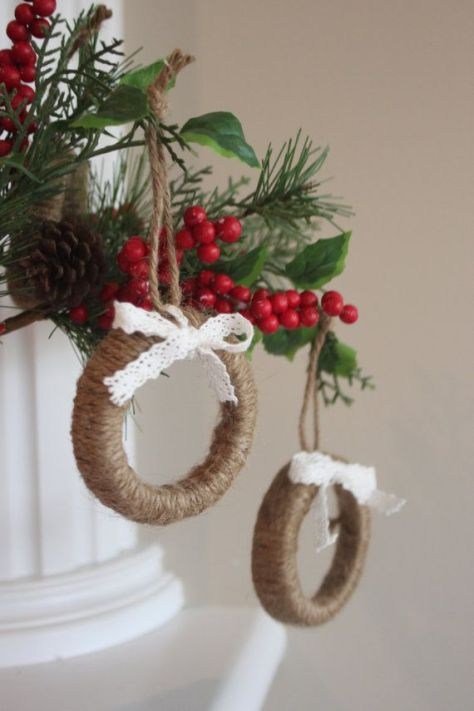 Rustic Mini Wreaths Made From Mason Jar Lids