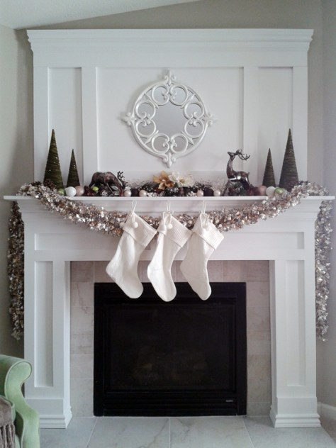 Mantel Decor With Stocking
