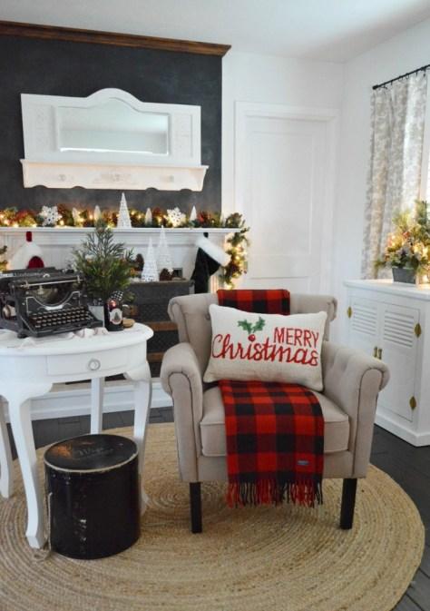 Cottage Christmas Fireplace Decoration