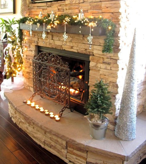 Easy Christmas Mantel