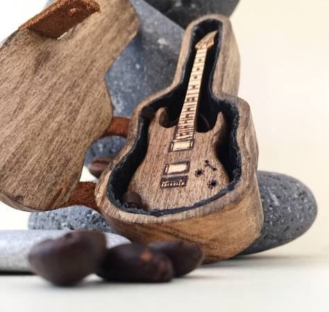 Mini Guitar - impressive wooden gift