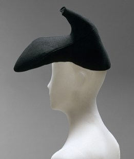 the-famous-shoe-hat-Elsa-Schiaparelli