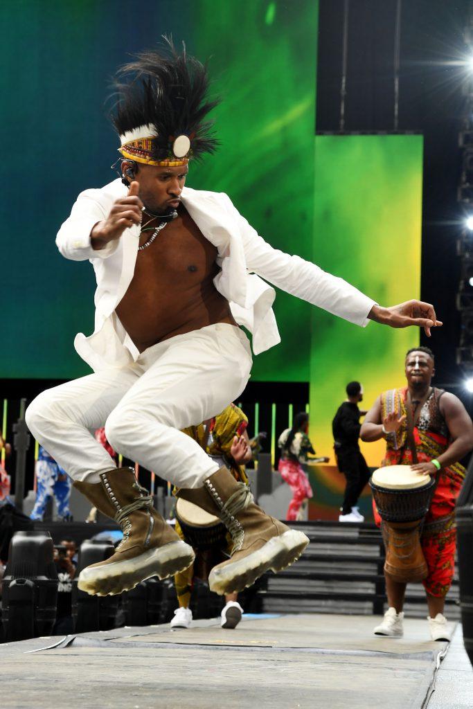Usher wows South Africans with his Gwara Gwara dance moves