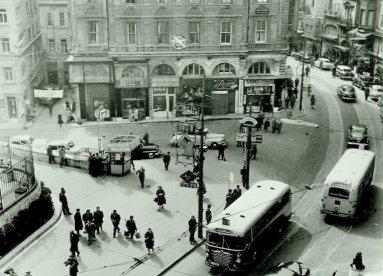 1950'lerde Galatasaray Meydanı (FOTO: Ara Güler, Kaynak: @IstanLOOK)