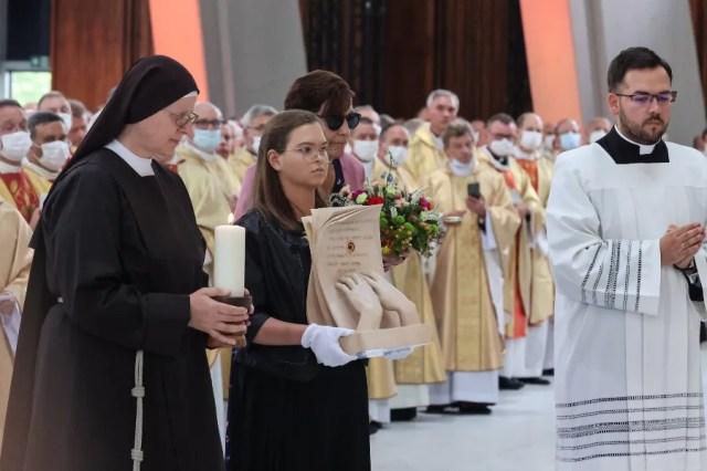 Karolina Gawrych carries the relics of Mother Elżbieta Róża Czacka in Warsaw, Poland, Sept. 12, 2021. Archdiocese of Warsaw/Polish Bishops' Conference/W. Łączyński.