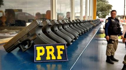 Foto de armas da Polícia Rodoviário Federal