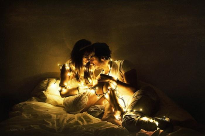 bed-couple-cute-lights-photography-Favim.com-143890