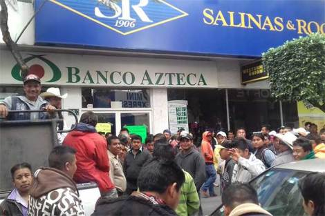 Resultado de imagen para mujeres banco azteca