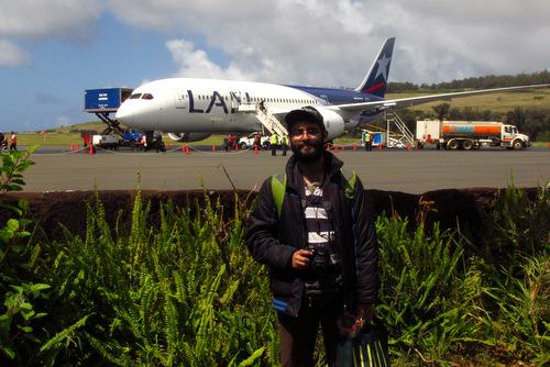Fotografiando el avión LAN en Isla de Pascua (Hanga Piko)
