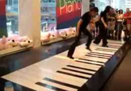Bach – Toccata & Fugue on Giant Foot Piano