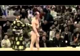 Clever Move by Sumo Wrestler- So Funny