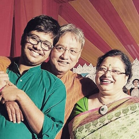 [Photo credit: Sayan Supratim Das | Ma, Baba and Me. #TheThreeMusketeers #AllForOne #OneForAll]