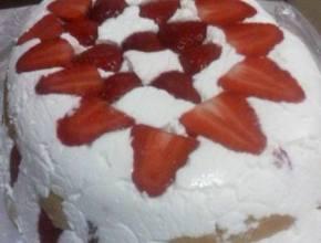 prăjitură cu căpşuni