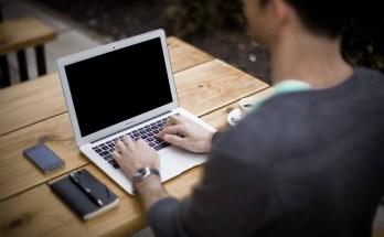 oamenii care scriu pe bloguri